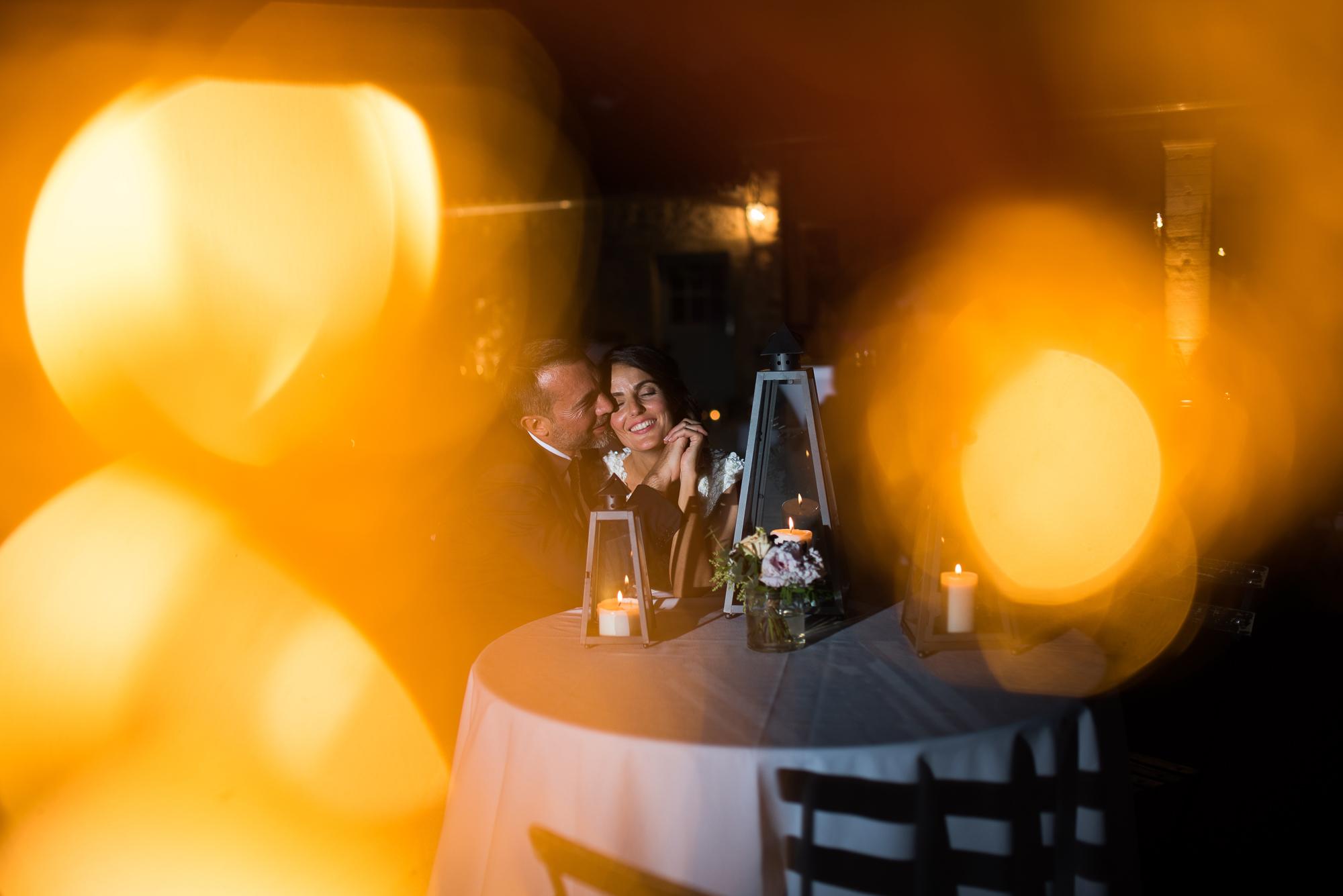 jolie lumières autour des mariés